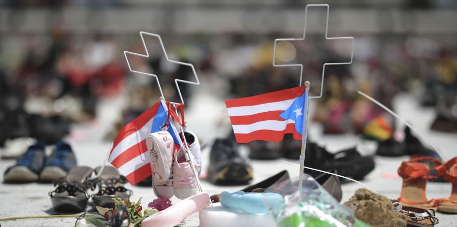 Cientos de zapatos fueron colocados frente al Capitolio para recordar las vidas cobradas por el huracán María. (GFR Media) (horizontal-x3)