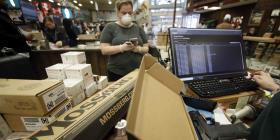 """Estados Unidos designa a las tiendas de armas como """"esenciales"""" durante la emergencia"""