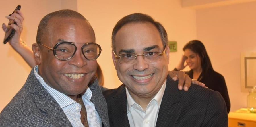 El compositor cubano Adalberto Álvarez junto al cantante boricua Gilberto Santa Rosa (horizontal-x3)