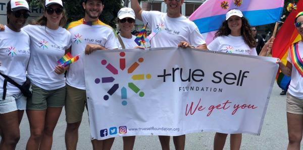 True Self Foundation ofrece una mano solidaria a la comunidad LGBT