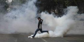 Descontento social estalla en batalla campal y motiva toque de queda en Chile