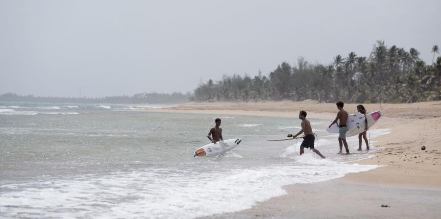 La práctica del surfing genera impacto económico en la isla, según el representante (horizontal-x3)