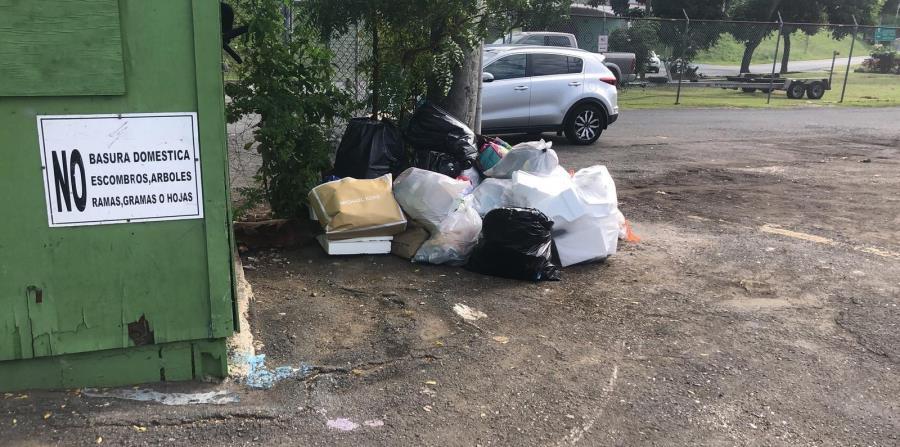 La foto muestra la poca basura acumulada hasta ayer para que el Municipio la recogiera. (Suministrada)