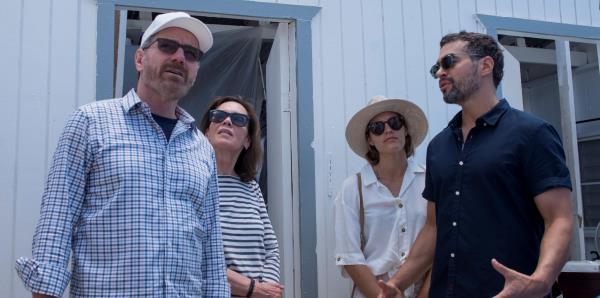 Bryan Cranston estuvo de visita en la isla para donar vehículos a la organización HEART 9/11