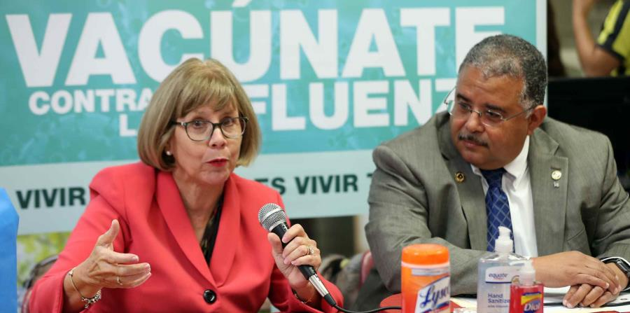 La epidemióloga del Estado, Carmen Deseda, y el titular de Salud, Rafael Rodríguez Mercado, promueven la vacunación. (horizontal-x3)