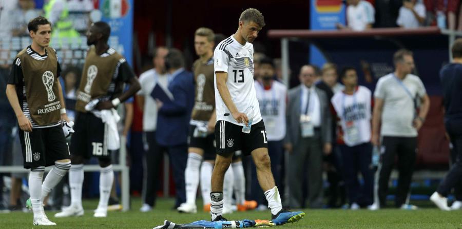 El volante de Alemania Thomas Mueller se retira de la cancha tras la derrota 1-0 ante México en el Grupo F del Mudnial en el estadio Luzhniki de Moscú (horizontal-x3)