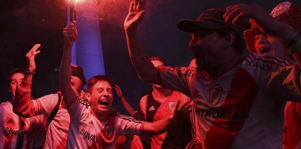 Los hinchas del River y del Bocas sufrieron y gozaron en Buenos Aires