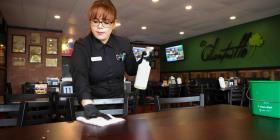 Restaurantes boricuas en la zona de Orlando intensifican sus precauciones