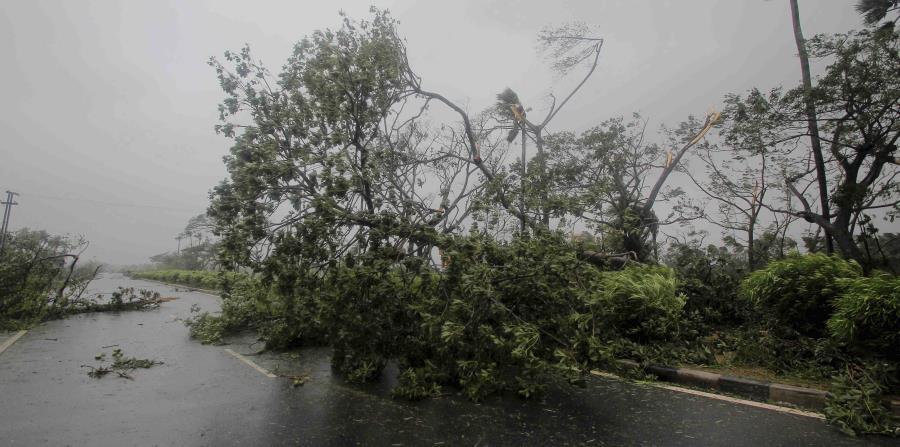 La tormenta avanzó hacia el este el jueves tras forzar la evacuación de gente en Kansas. (AP) (horizontal-x3)