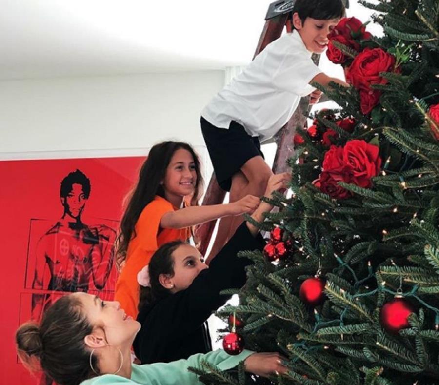 El imponente árbol de navidad de Jennifer López que explotó en redes