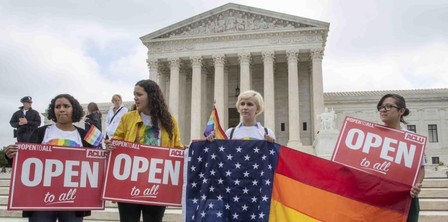 Activistas de la Unión Americana de Libertades Civiles protesta frente al Tribunal Supremo de los Estados Unidos. (AP) (horizontal-x3)
