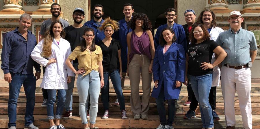 En la foto los estudiantes galardonados y otros acompañantes de la representación puertorriqueña. (Suministrada) (horizontal-x3)