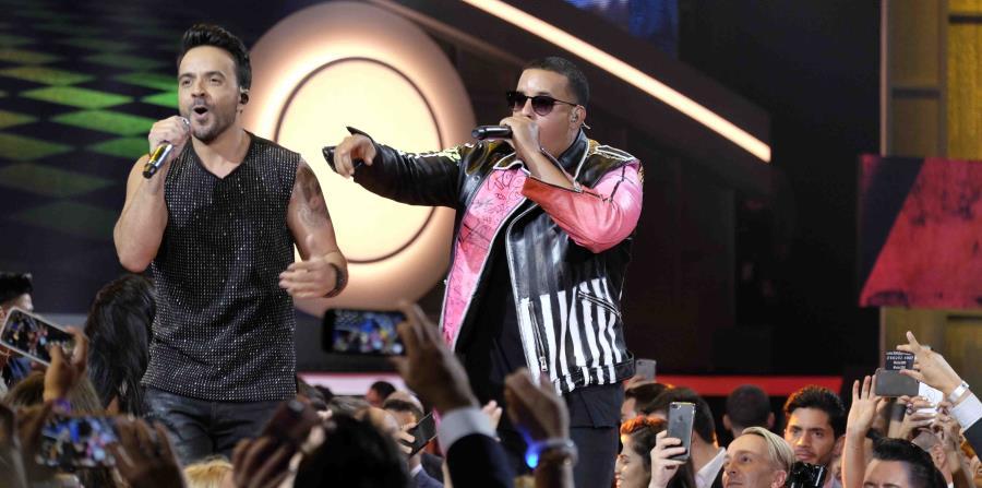 Se espera que Luis Fonsi y Daddy Yankee hagan una de las presentaciones más vistosas de la noche. (horizontal-x3)