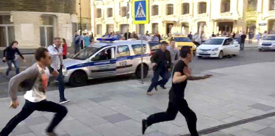 Interrogan a taxista que atropelló a 8 en el centro de Moscú (horizontal-x3)