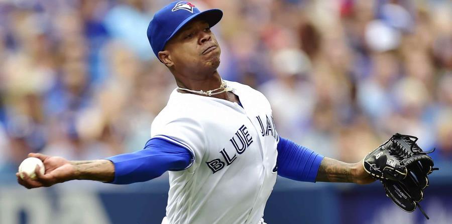 El pitcher Marcus Stroman (6) de los Azulejos de Toronto fildea ante los Orioles de Baltimore, el sábado 21 de julio de 2018. (horizontal-x3)