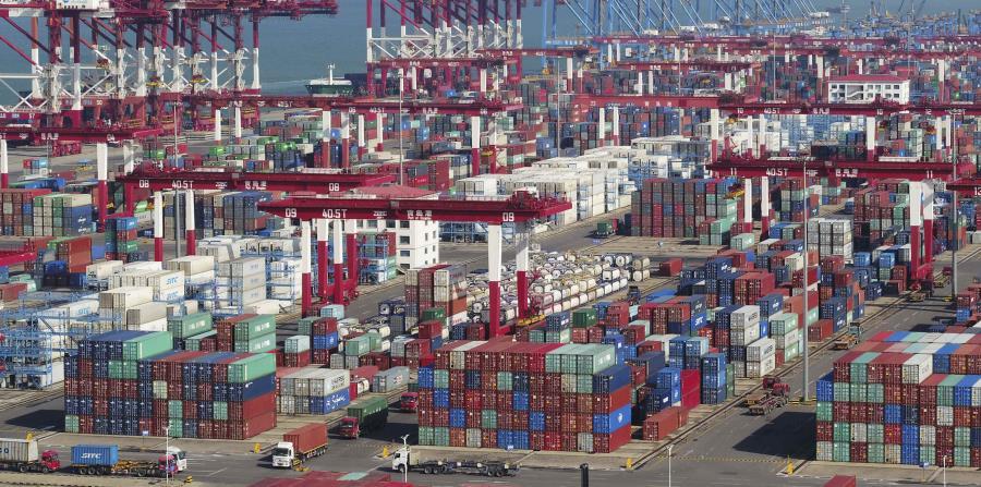 Las exportaciones chinas enviadas a Estados Unidos mantienen su crecimiento a pesar de los aranceles impuestos por Washington, según autoridades aduaneras chinas. (Chinatopix vía AP) (horizontal-x3)