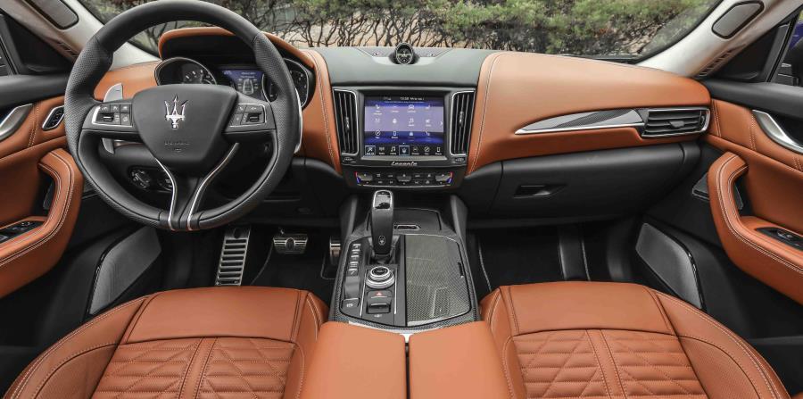 Lujoso interior del Maserati Levante Trofeo.