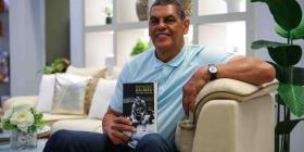 Raymond Dalmau llega a Orlando con su libro de memorias