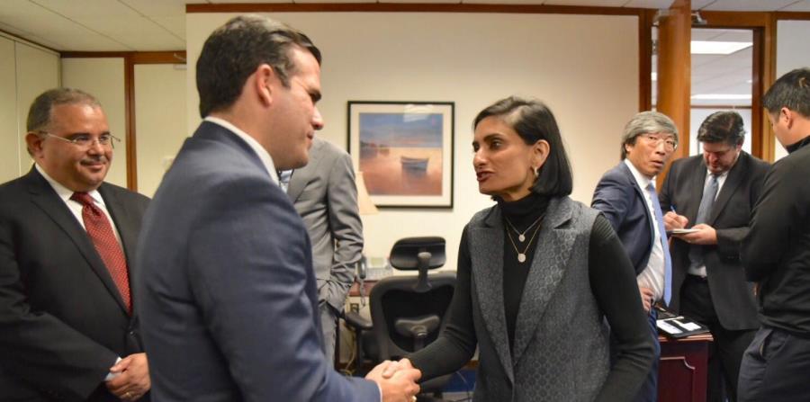 La administradora de los Centros de Servicios de Medicare y Medicaid, Seema Verma y el gobernador Ricardo Rosselló. (horizontal-x3)