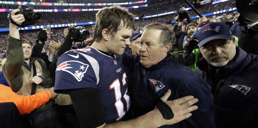 Los Patriots de Nueva Inglaterra son los actuales campeones de la Conferencia Americana. Tom Brady abraza a su dirigente Bill Belichick (horizontal-x3)