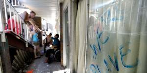 Saqueadores armados atemorizan a las víctimas del huracán Michael