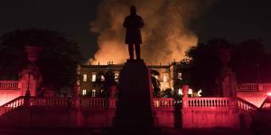 Imágenes del voraz incendio en el Museo Nacional de Río de Janeiro
