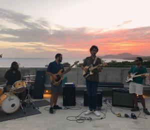 Los Bronson surfean por una nueva propuesta musical