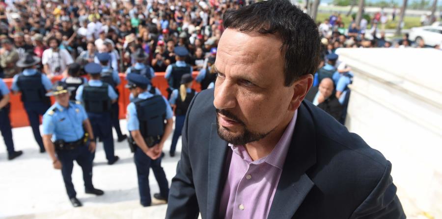 El monitor de la Policía, Arnaldo Claudio. (horizontal-x3)