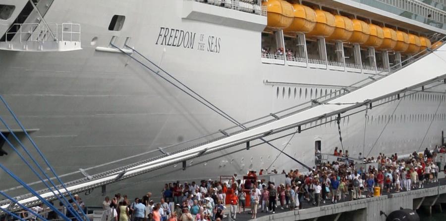 Royal Caribbean alega que seguirá en pie con su itinerario de cruceros para Puerto Rico