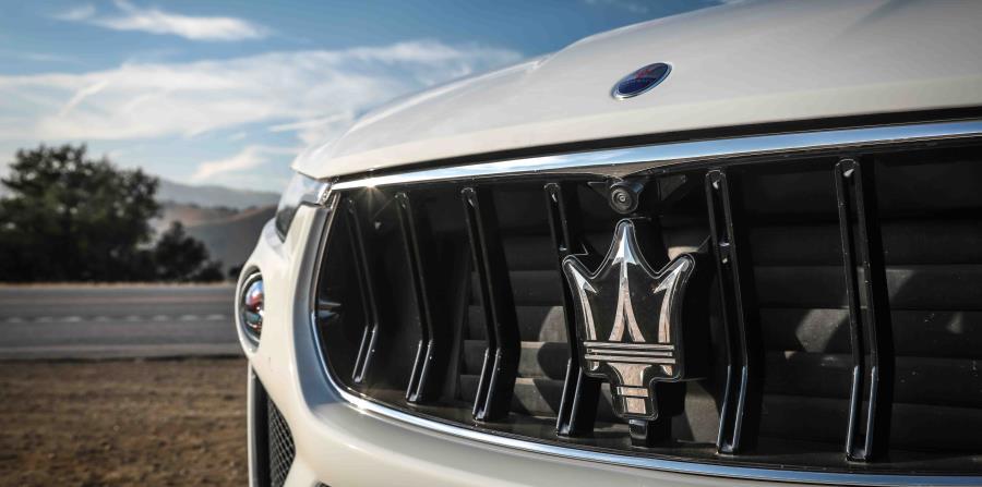El Trofeo brinda la opción de manejo conocida como Corsa la cual se configura para manejar el vehículo en pista.