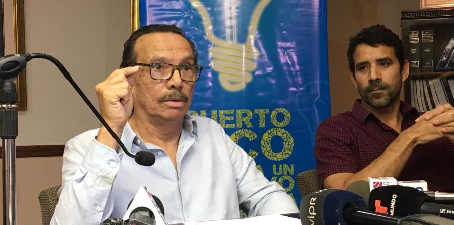 A la izquierda, Luis Alfonso Vega, de la Coalición por la Cooperación Energética, que favorece la cooperativa como alternativa a la privatización. (horizontal-x3)