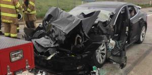 Así quedó destruido un carro autónomo...