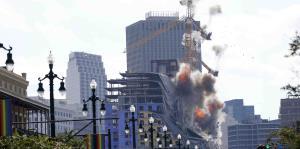 Derriban grúa inestable junto a hotel que se desplomó en Nueva Orleans