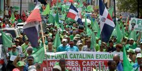 Cientos de dominicanos marchan contra la corrupción y la reelección de Danilo Medina