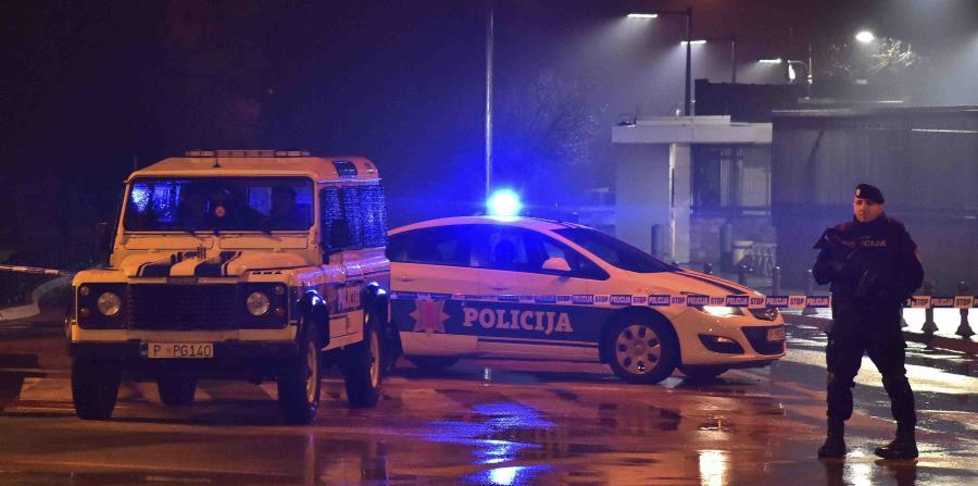 La policía bloquea las inmediaciones de la embajada de Estados Unidos en la capital de Montenegro, Podgorica (horizontal-x3)