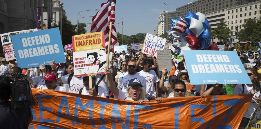 Los demócratas  señalaron que habían alcanzado un acuerdo para restaurar el programa implantado por el expresidente Barack Obama a cambio de medidas de seguridad fronteriza adicionales para frenar la inmigración ilegal. (horizontal-x3)