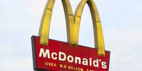 """McDonald's ofrecerá """"happy hour"""" con tocineta gratis"""