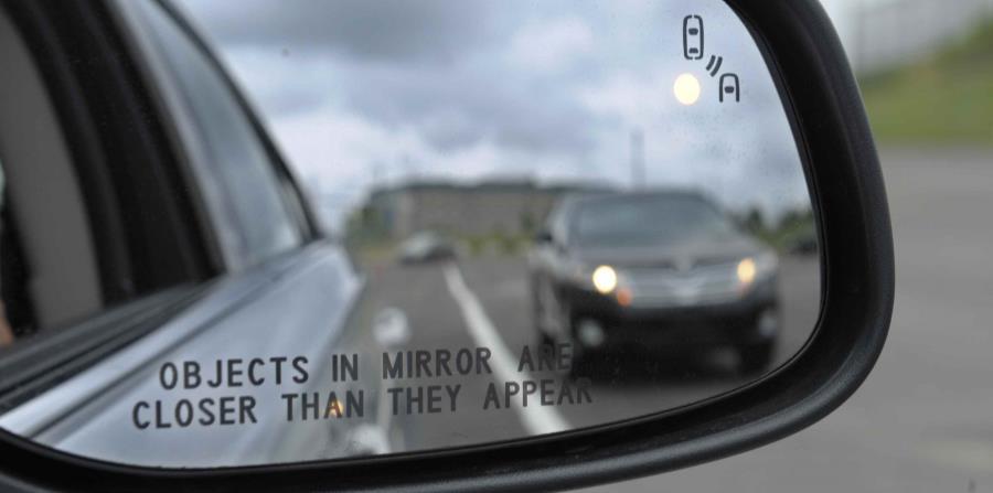 Los sistemas electrónicos para prevenir que automóviles se salgan de los carriles, están comenzando a alcanzar su potencial de reducir accidentes considerablemente. (horizontal-x3)