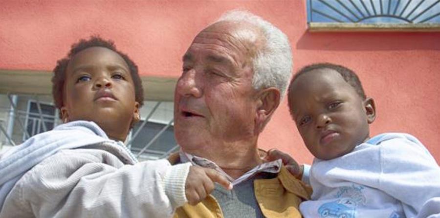 El pueblo de Petruro Irpino, ubicado en el sur de Italia, cobró nueva vida gracias a la llegada de un grupo de 20 refugiados. (horizontal-x3)