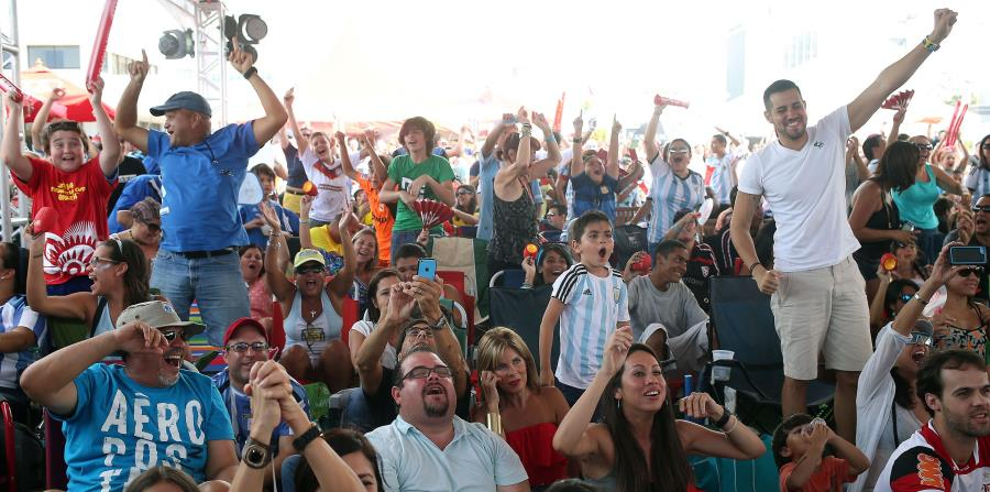 mundial futbol fanáticos hinchas (horizontal-x3)