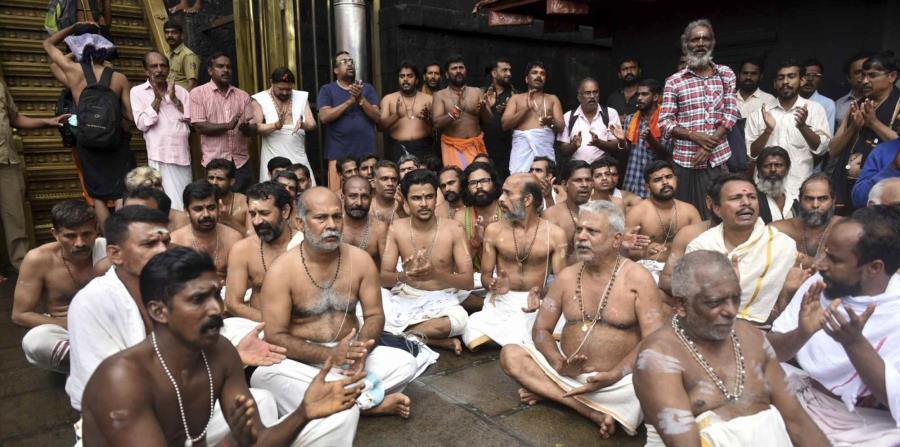 Sacerdotes hindúes y personal del templo están en la imagen. (horizontal-x3)