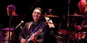 Silverio Pérez celebra su trayectoria cantando y contando