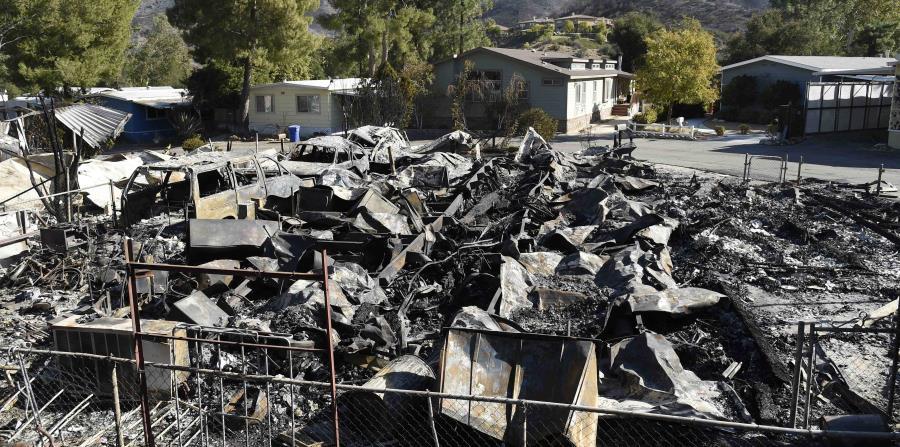 Han sido muchas las propiedades destrozadas por incendios forestales en Agoura Hills, California. (AP / Chris Pizzello) (horizontal-x3)