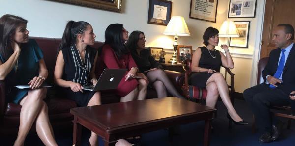 """El """"Junte de Mujeres"""" busca tener un espacio en el debate de Estados Unidos"""