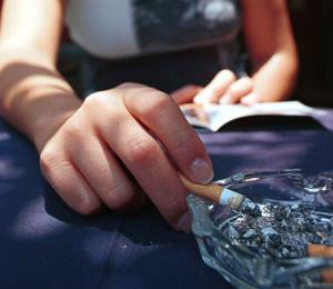 La FDA busca prohibir venta de tabaco en tiendas de Walgreens y otras cadenas