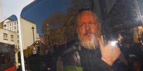 """Abogado de Julian Assange cree """"abusivo"""" la confiscación de sus pertenencias en Londres"""