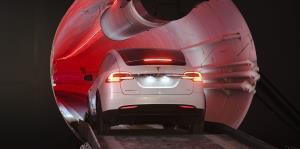 Elon Musk presenta su túnel subterráneo de transporte
