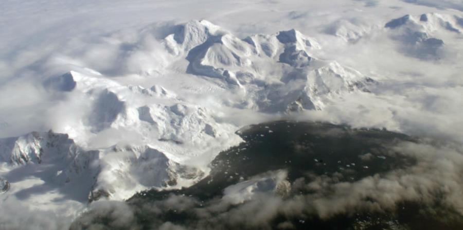 Bajo la Antártida se encontraron montañas y cañones q (horizontal-x3)
