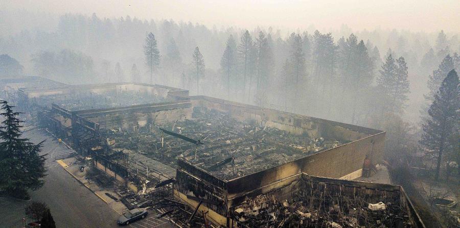 El incendio cobró la vida de 84 personas. (AP) (horizontal-x3)