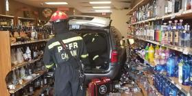 Una guagua se estrella contra un negocio de bebidas alcohólicas y deja tres heridos en Florida
